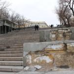 Штукатурка парапета Потёмкинской лестницы отстала от основания