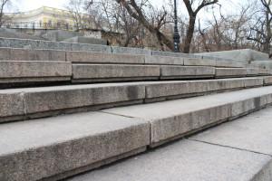 Выпадение гранитных ступеней из ложа Потёмкинской лестницы