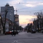Варварская обрезка деревьев на Большой Арнауцкой